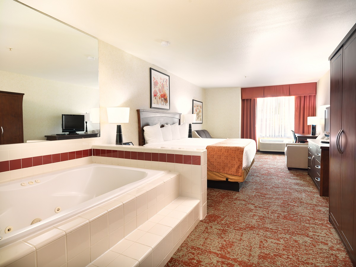KING JETTED TUB SUITE